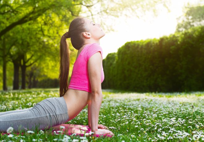 お腹周りを細くするダイエットに効果的なのは、お腹や腰をひねる動作です