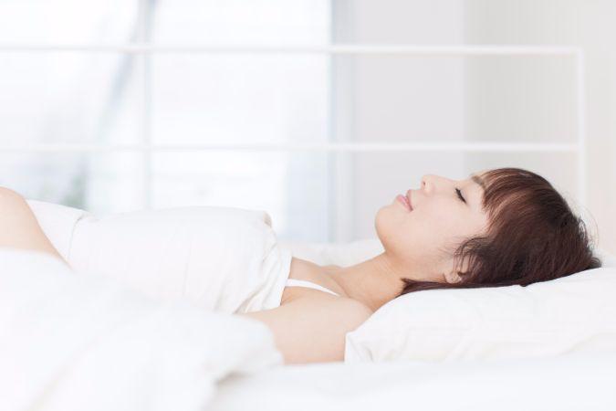 寝ながらウエストを細くする方法と言えば、寝る前のストレッチがおすすめ