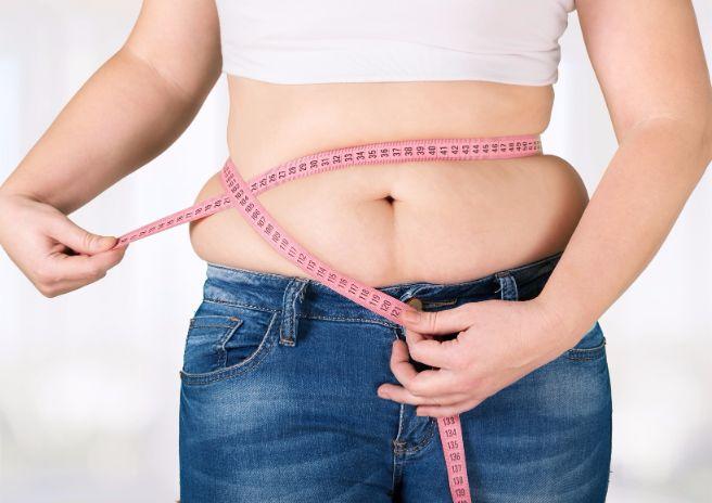 お腹周りのしつこいセルライトの原因と取り方をご紹介します