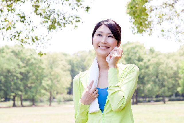 くびれは「タオル」を使った簡単トレーニングで引き締められる!